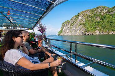 ALOVA PREMIUM : Xe Fuso Limousine, Hạ Long - Động Sửng Sốt - Đảo Titop - Hang Luồn