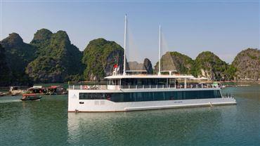 DU THUYỀN JADE : Du thuyền 5 sao 1 ngày + Ăn trưa + Chèo thuyền Kayak + Xe Limousine