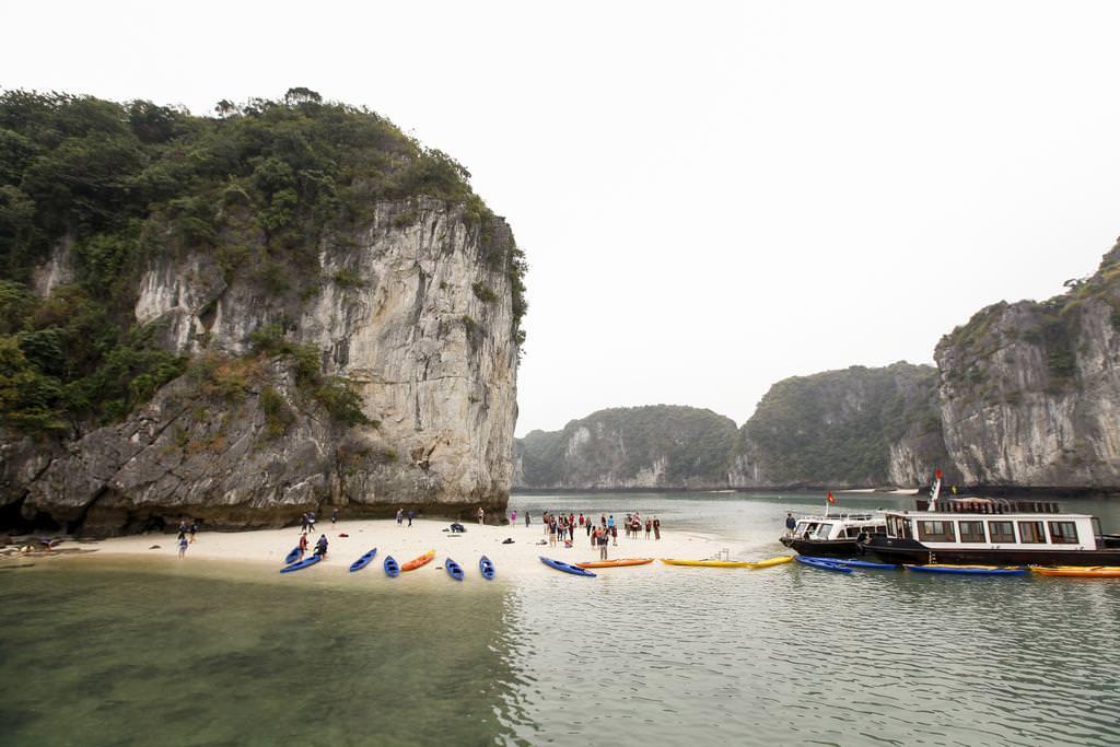 Chèo thuyền Kayak với du thuyền Era