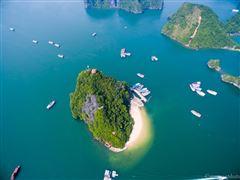 Bãi Tắm TiTop -  Đảo Titop: Hòn ngọc trong lòng di sản Vịnh Hạ Long