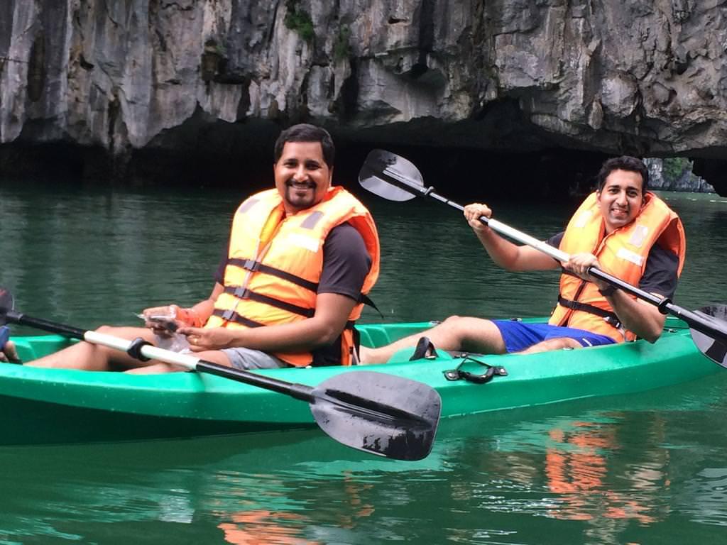 Chèo thuyền Kayak với du thuyền Genesis