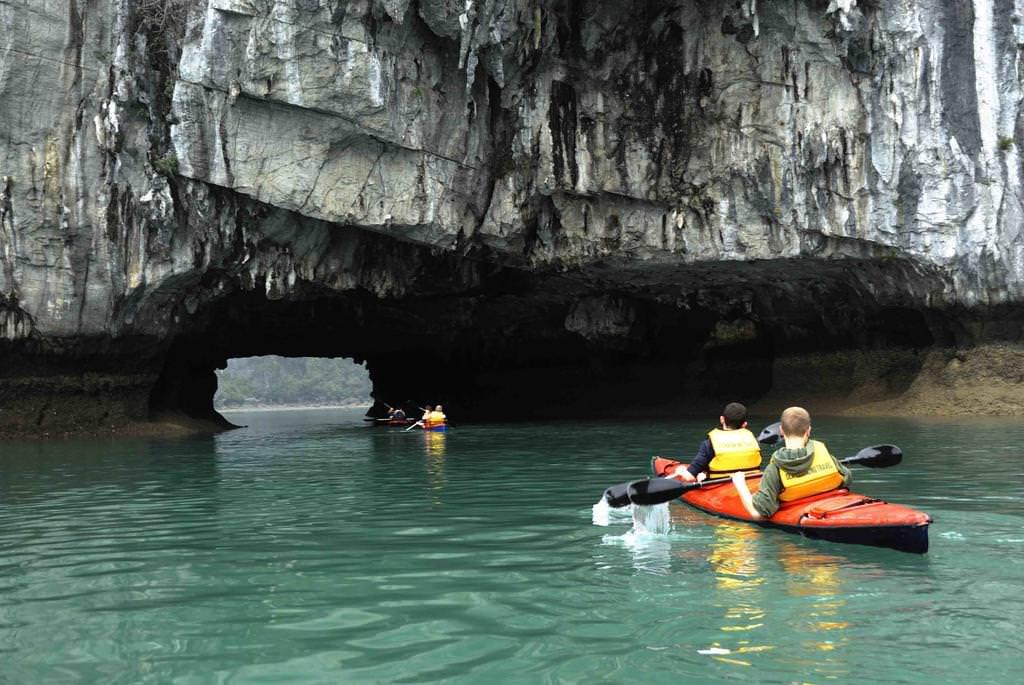 Chèo thuyền Kayak với du thuyền Alisa