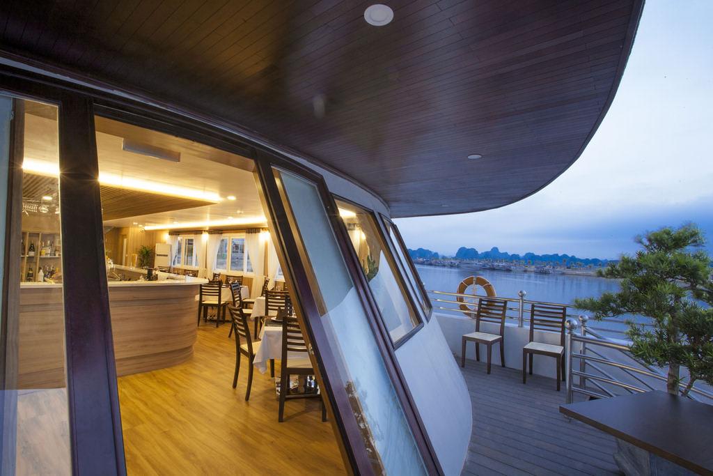 nhà hàng trên du thuyền Athena Elegance