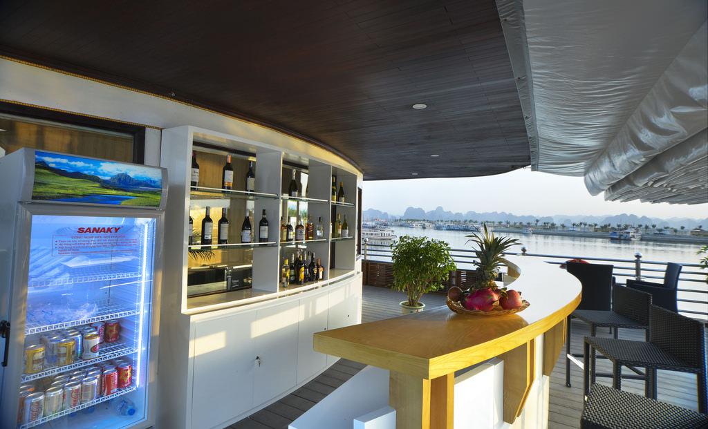quầy bar của du thuyền Athena Elegance