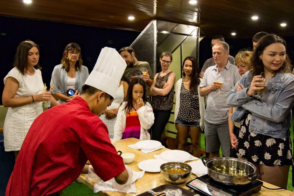 Học nấu ăn cùng du thuyền Maya