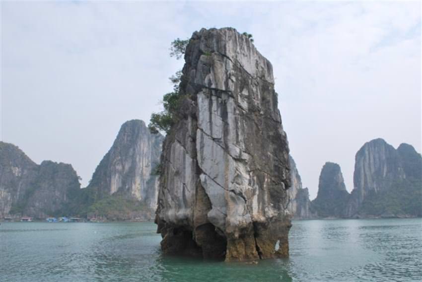 thăm đỉnh Lư Hương với du thuyền paradise elegance