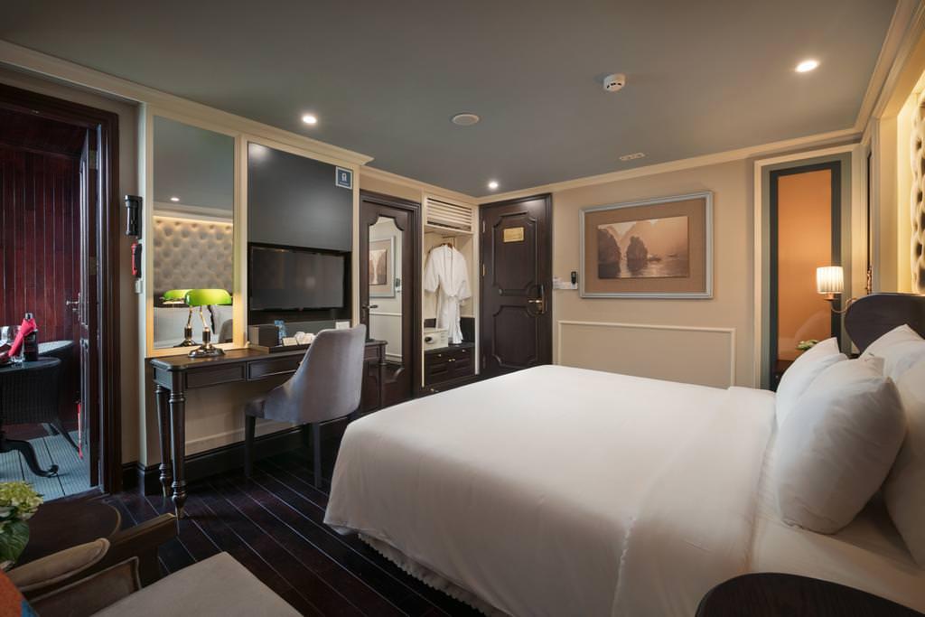 Phòng Elegant Suite
