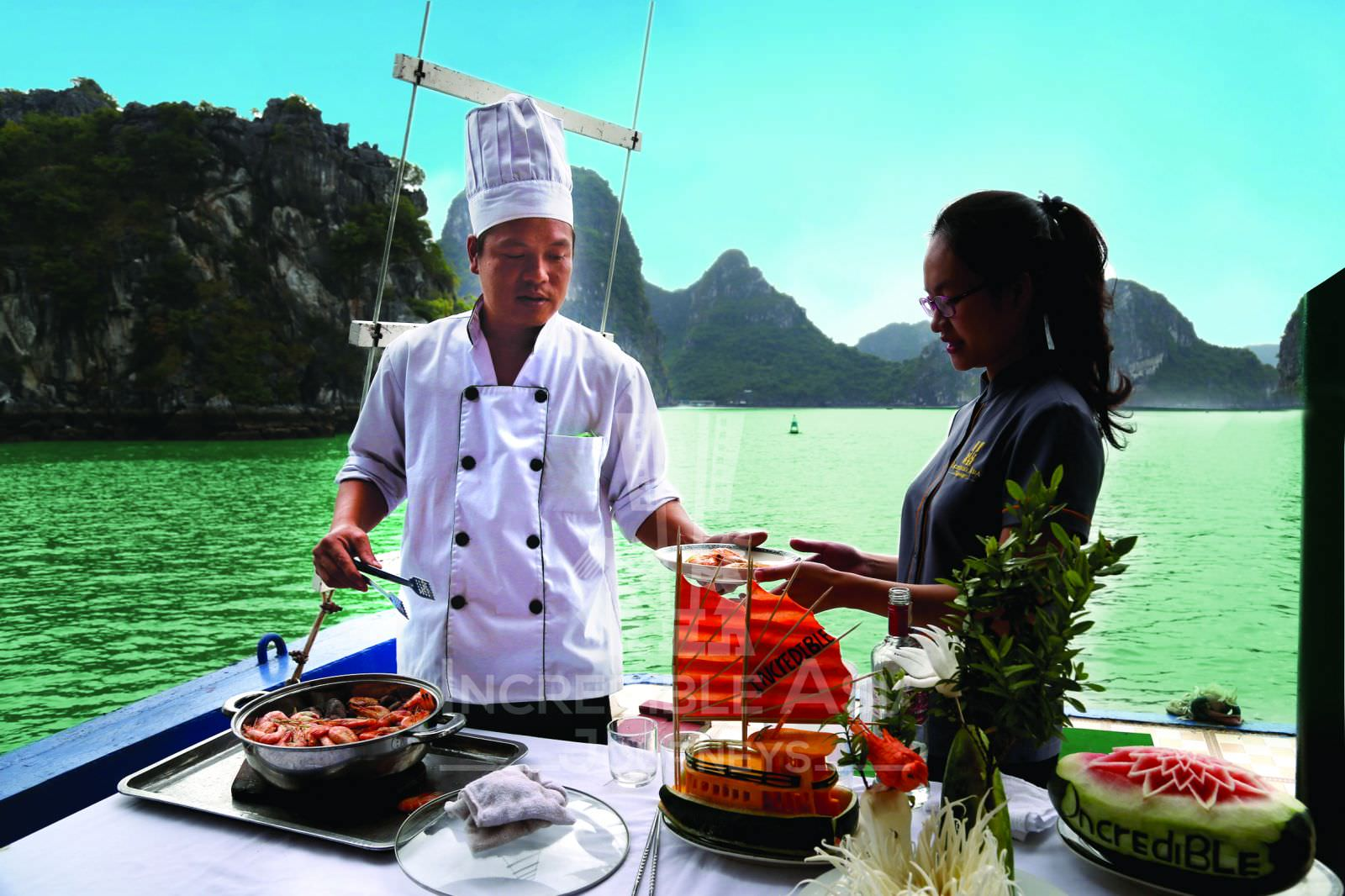 Nhà hàng du thuyền Incredible 1