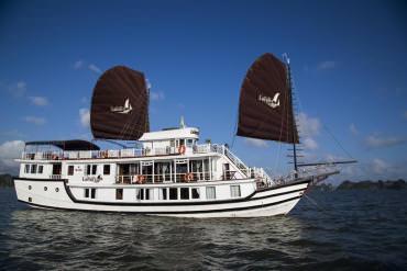DU THUYỀN LA FAIRY 2 NGÀY 1 ĐÊM ( Thăm Hạ Long - Hang Mê Cung - Đảo Titop )