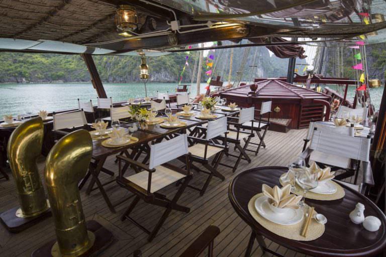 nhà hàng của du thuyền Nàng Tiên