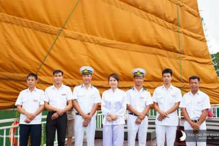 nhân viên trên du thuyền Phoenix 1 ngày