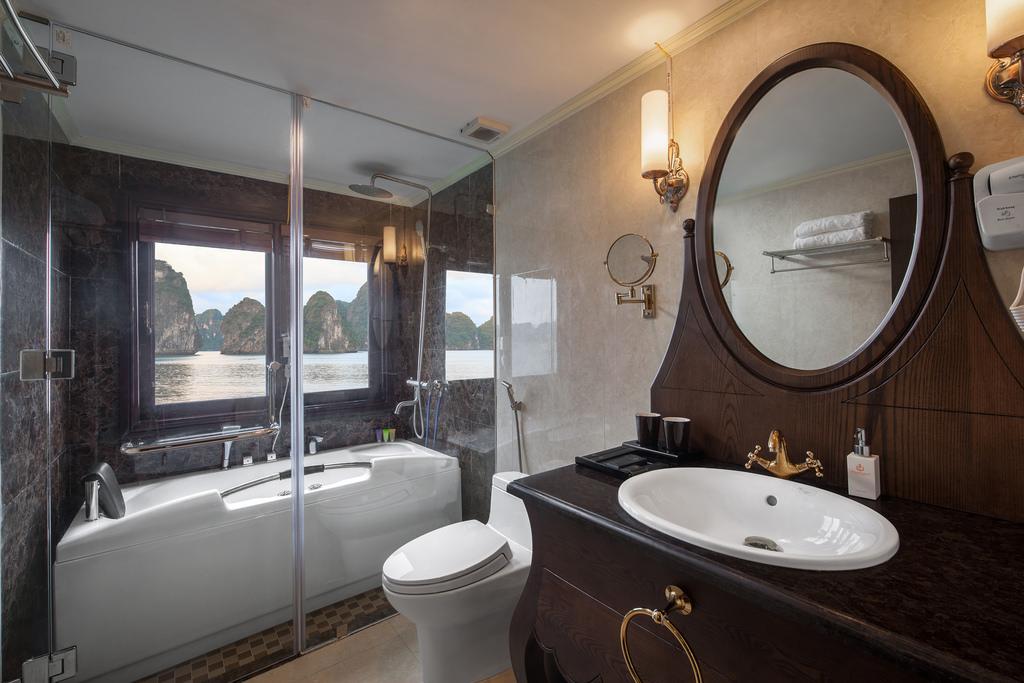 nhà tắm trên du thuyền Athena