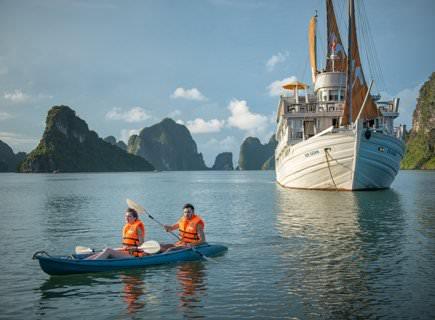 Chèo thuyền Kayak với du thuyền paradise elegance