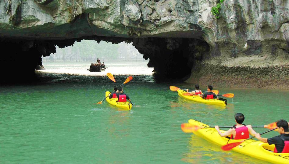 chèo kayak cùng du thuyền Nàng Tiên