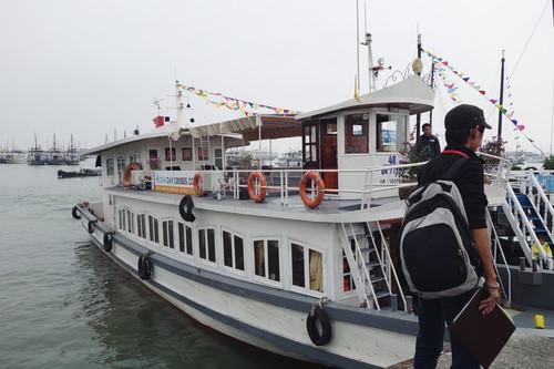 du khách trên du thuyền Alova 1 ngày