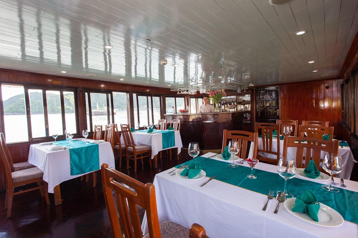 du thuyền emerald 6