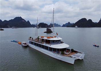 DU THUYỀN CATAMARAN : Tour du thuyền Hạ Long 5* trong ngày + Miễn phí xe đưa đón