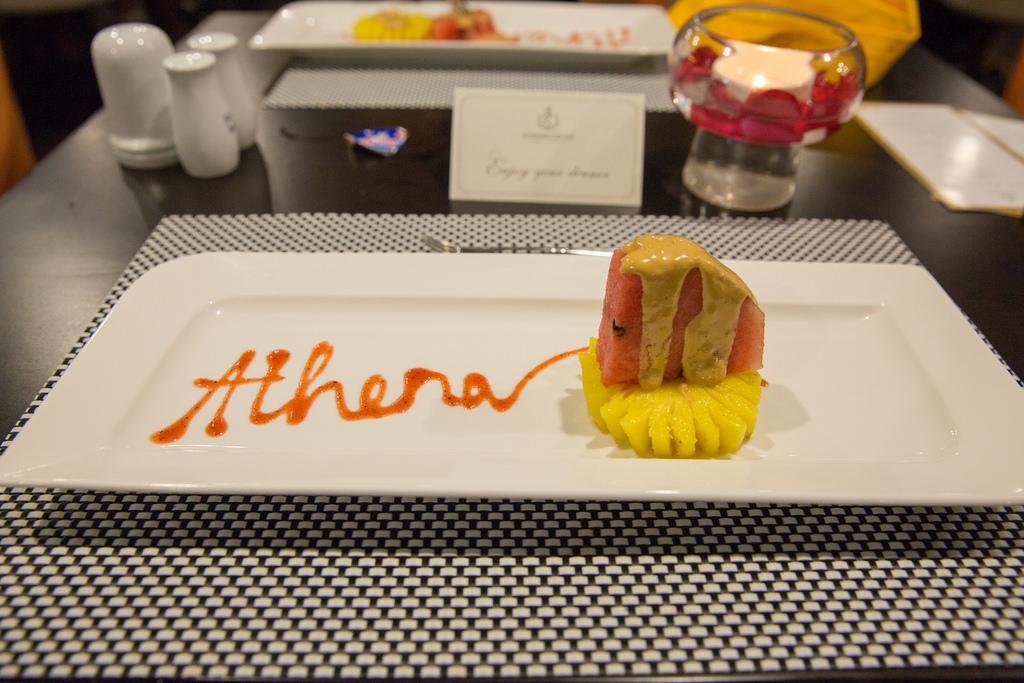 đồ ăn trên du thuyền Athena