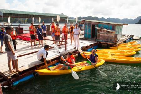 Chèo thuyền Kayak với du thuyền Phoenix 1 ngày