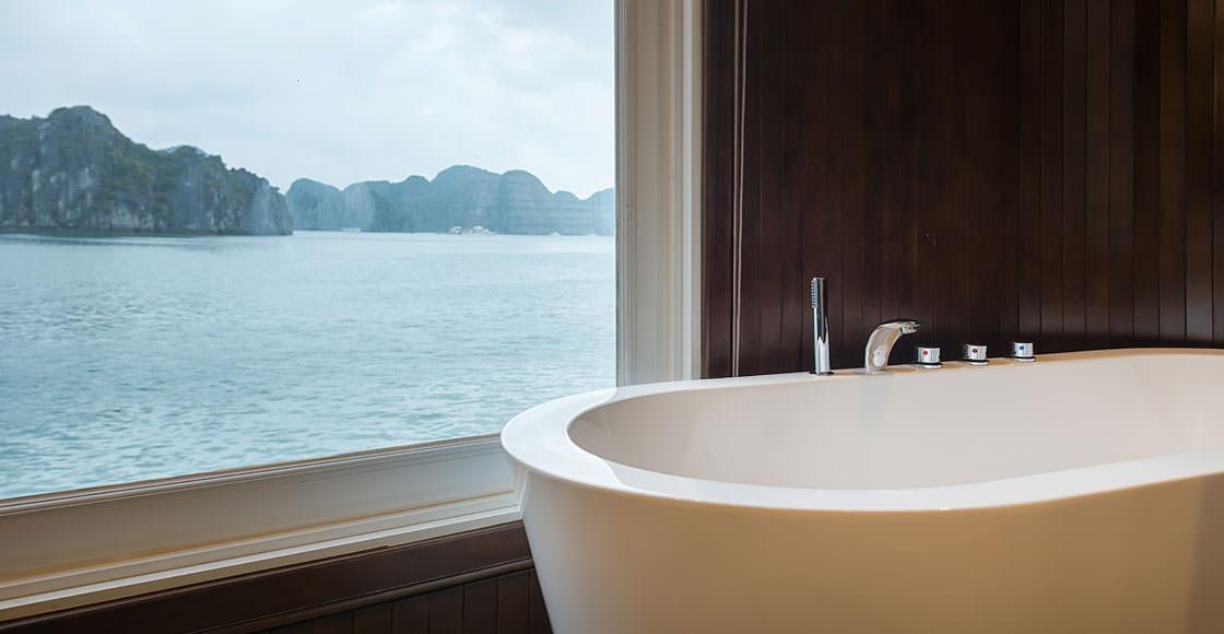 nhà tắm trên du thuyền paradise elegance