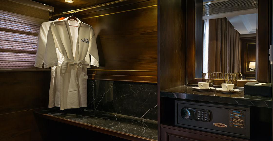 nội thất trong phòng của du thuyền paradise elegance