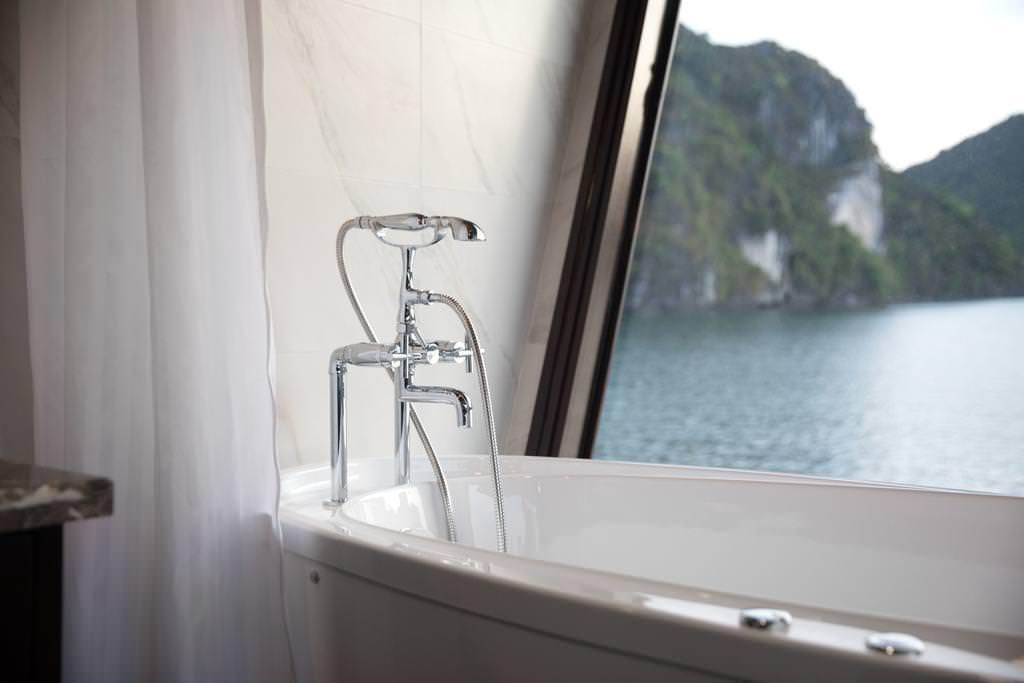 phòng tắm du thuyền perla dawn