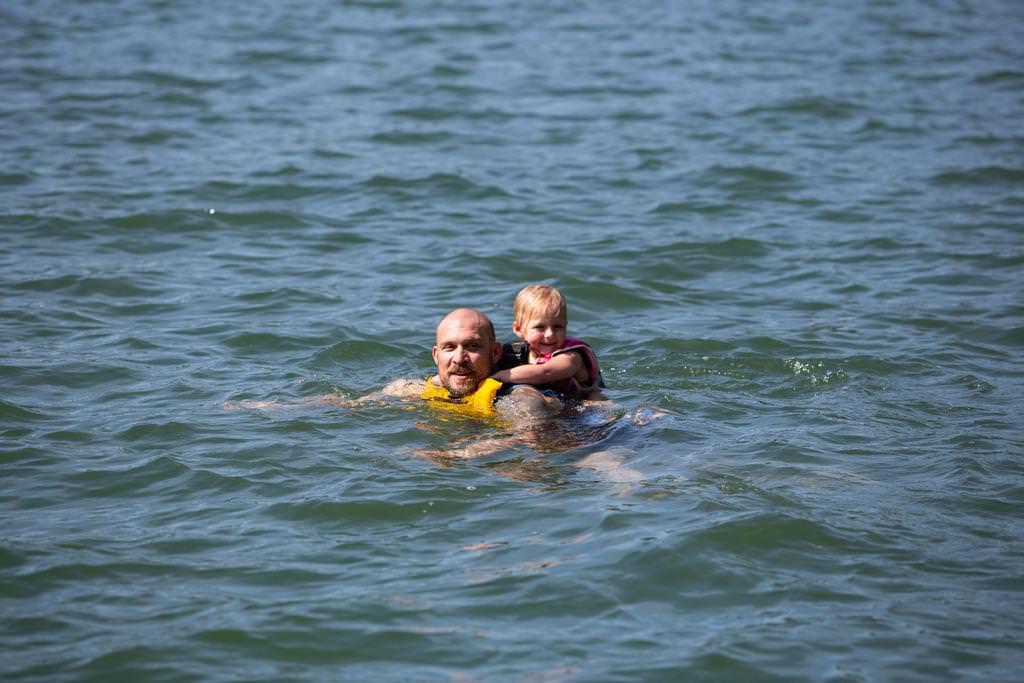 tắm biển cùng du thuyền perla dawn