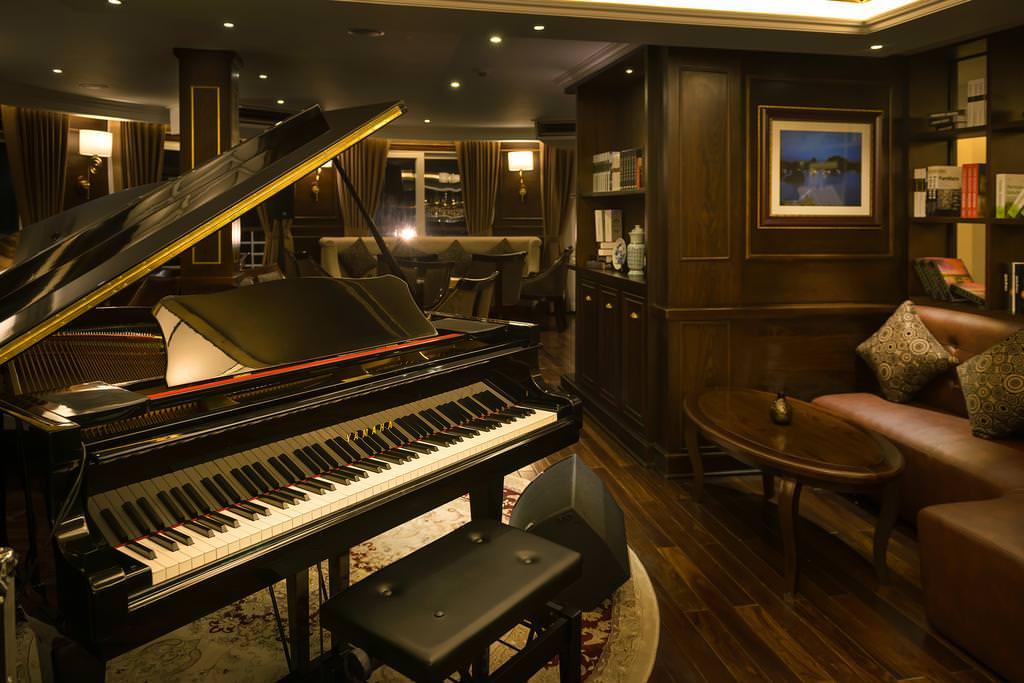 Piano bar của du thuyền paradise elegance