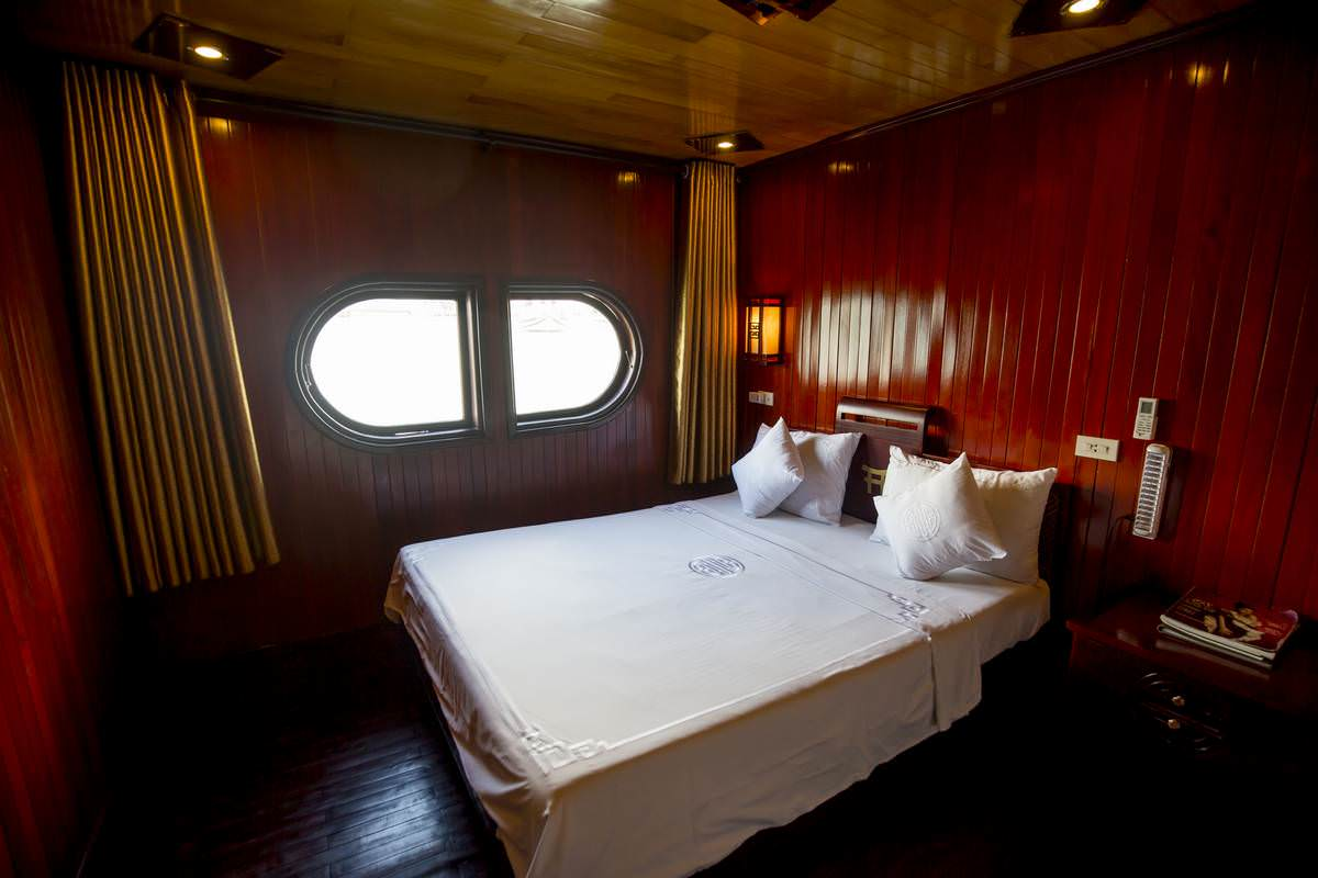 phòng nghỉ trên du thuyền Dragon Bay