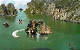 Hòn Trống Mái Quảng Ninh - Biểu tượng du lịch của Hạ Long