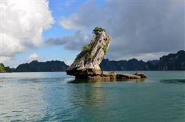 Hòn Con Cóc - Kiệt tác đá vôi giữa lòng vịnh Hạ Long